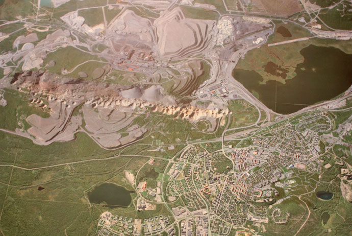 The mine in Kiruna dwarfs the city