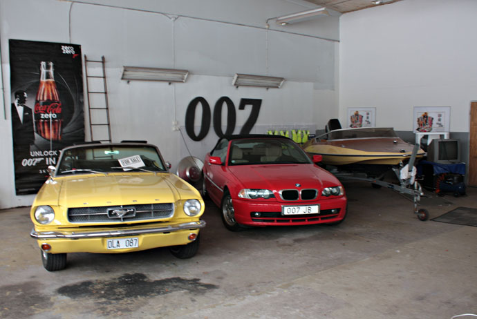 Cars at the Bond museum