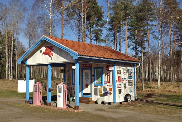 An old-fashioned petrol station in Mobacka