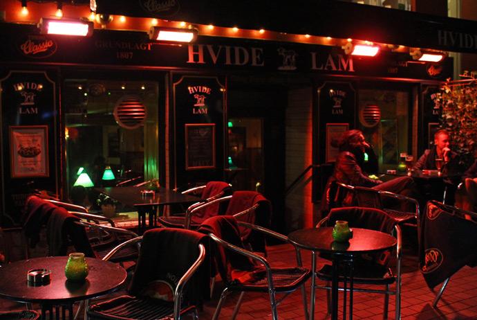 Hvidelam is a good bar for smokers in Copenhagen