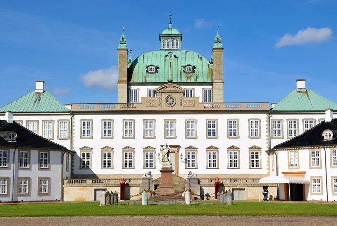 Fredensborg Palace is easy to reach by bike from Copenhagen