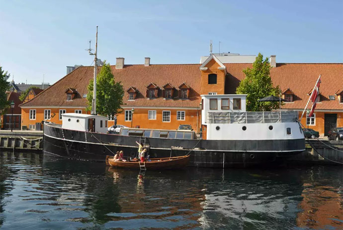 Houseboat in Copenhagen, on Airbnb