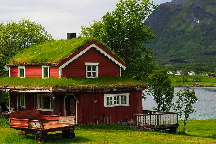 A cottage on the Lofoten islands