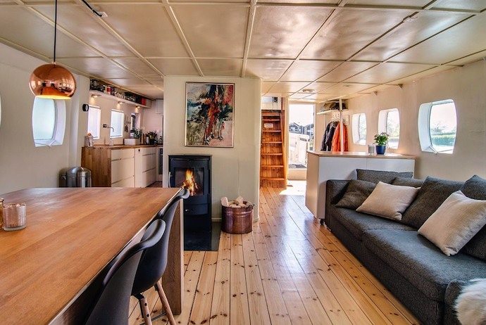 Houseboat with immaculate interior near the opera house, Copenhagen