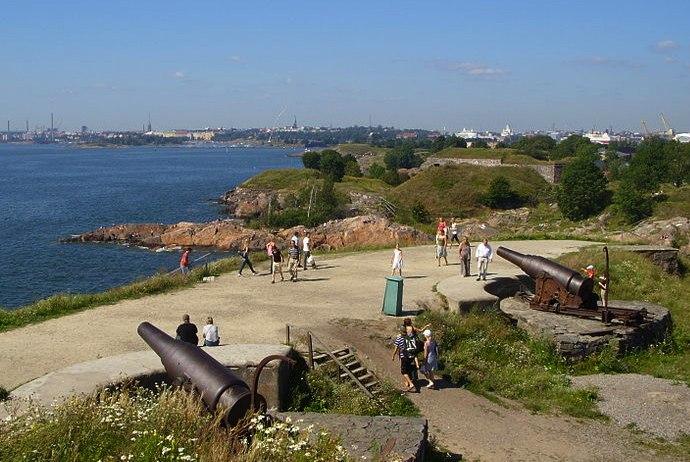 get great views of Helsinki from Suomenlinna
