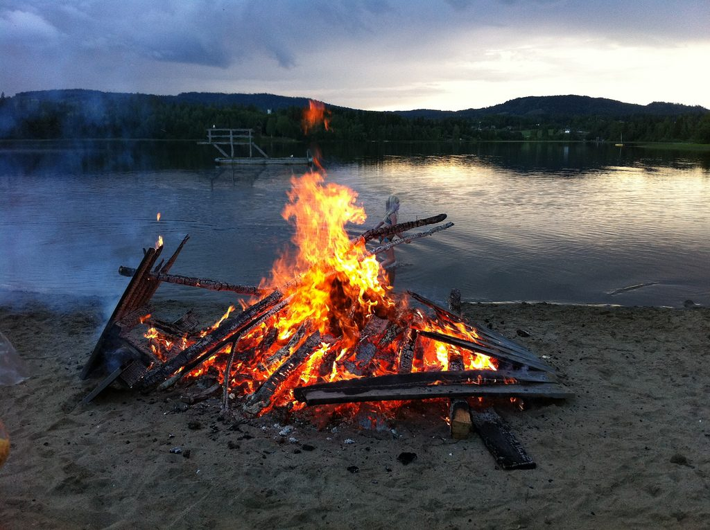 Campfires are allowed on the beach in Norway
