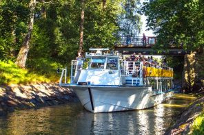 see the sights of Helsinki by canal boat