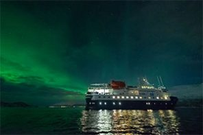 4-Day Northern Lights and Whales Expedition Cruise in Tromsø