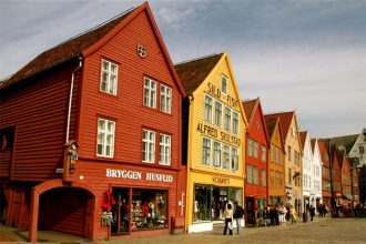 Bergen Shore Excursion (Bergen Walking Tour)