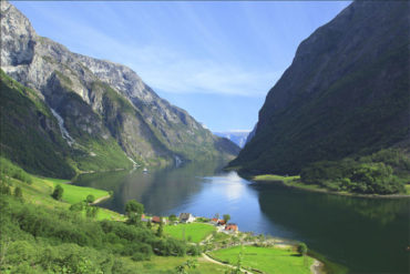 Guided Full-Day Tour to Naeroyfjord & Flamsbanen from Bergen