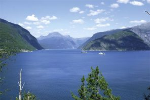 Private Trip to Hardangerfjord from Bergen