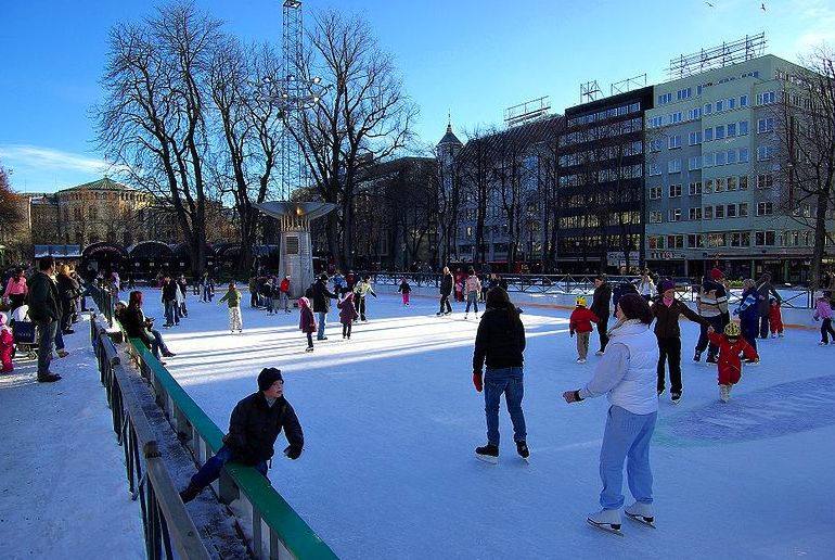 Visit Oslo in winter and you can skate for free at the Spikersuppa rink
