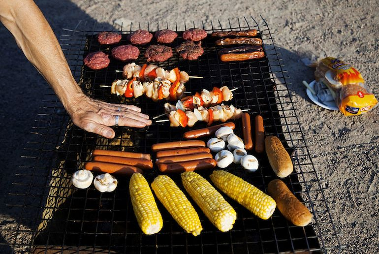 Save money by barbecueing in the park – like the Norwegians do