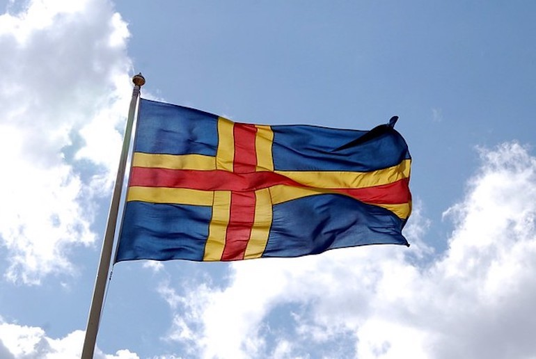With both Swedish and Finnish influences, the Åland Islands have their own Scandinavia flag.